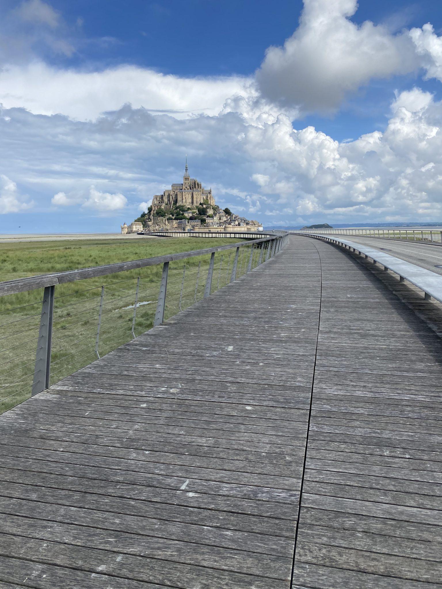 pont pour accéder au mont saint michel